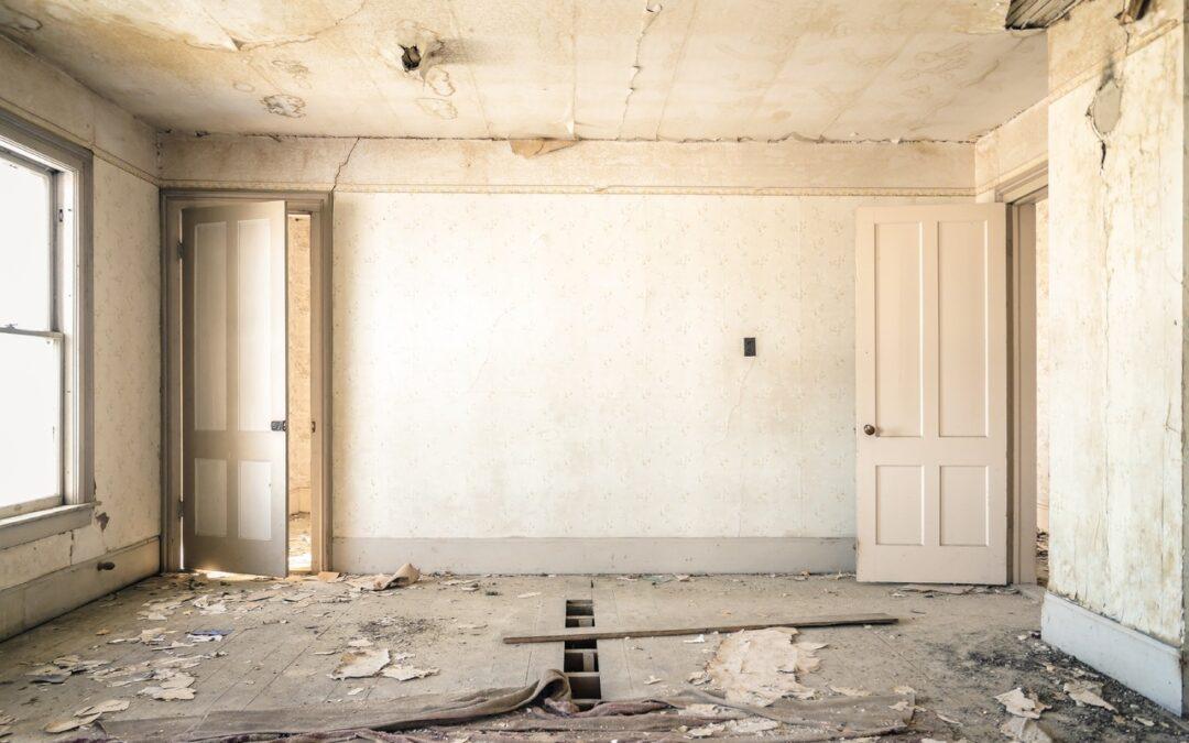 Milloin ja millä perusteella Asunto- ja kiinteistökaupan myyjä voi joutua suorittamaan ostajalle korvausta